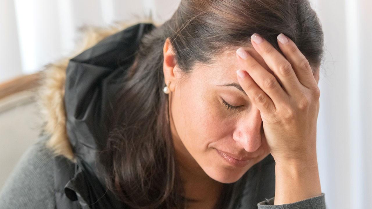 Uykusuzluk mu baş ağrısına, baş ağrısı mı uykusuzluğa neden olur?