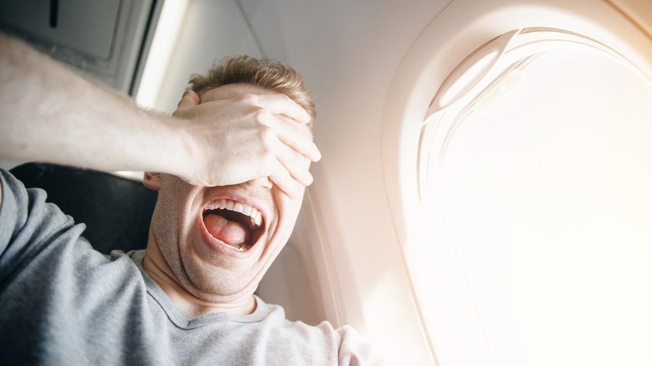Uçakta geçirilen panik atak ile kalp krizi arasındaki fark nedir?