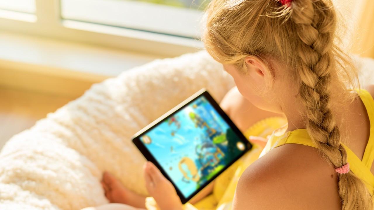 Çocuğunuzun teknoloji bağımlısı olduğunu düşünüyorsanız 9 öneri!