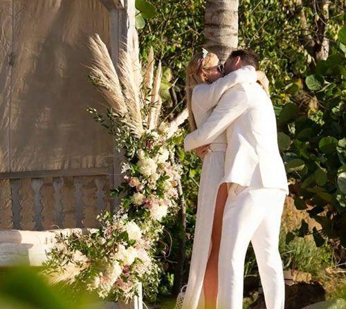Paris Hilton'a doğum gününde diz çöküp böyle evlenme teklifi etti - Sayfa 3