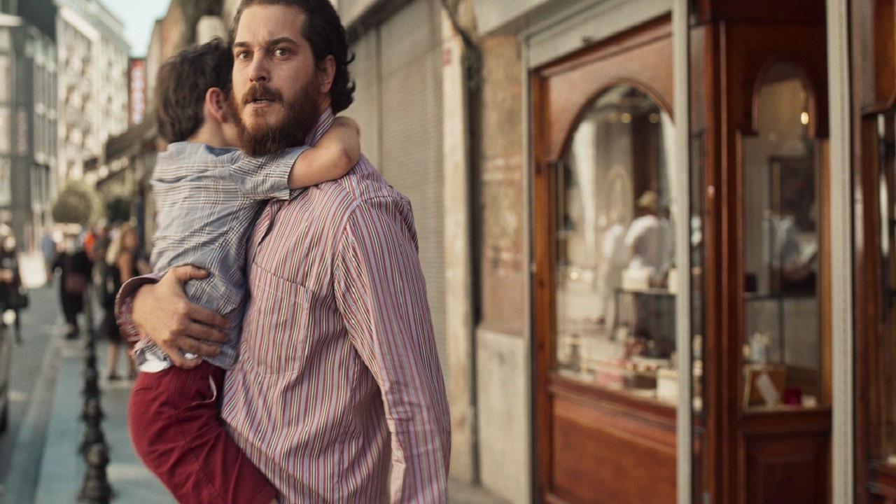 Çağatay Ulusoy'un yeni filmi Kağıttan Hayatlar'dan ilk fragman