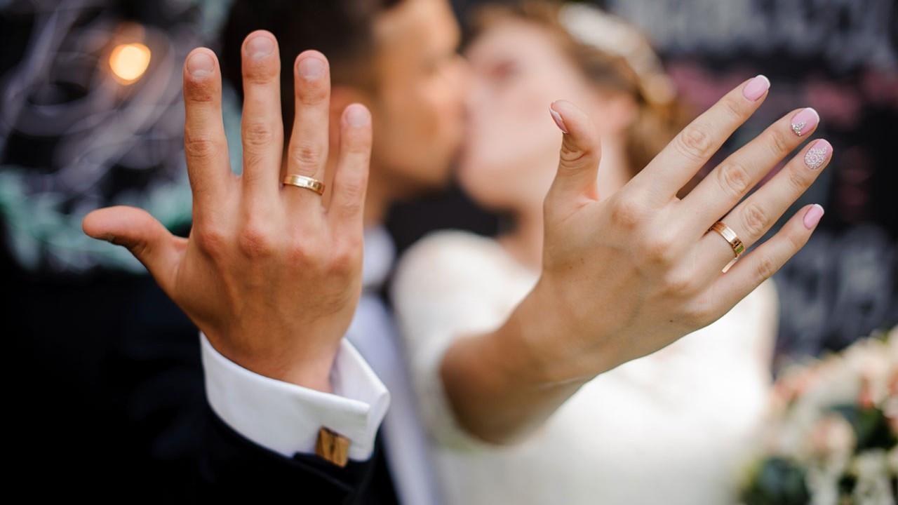 Doğru evlilik yüzüğüne karar vermenize yardımcı olacak 8 adım