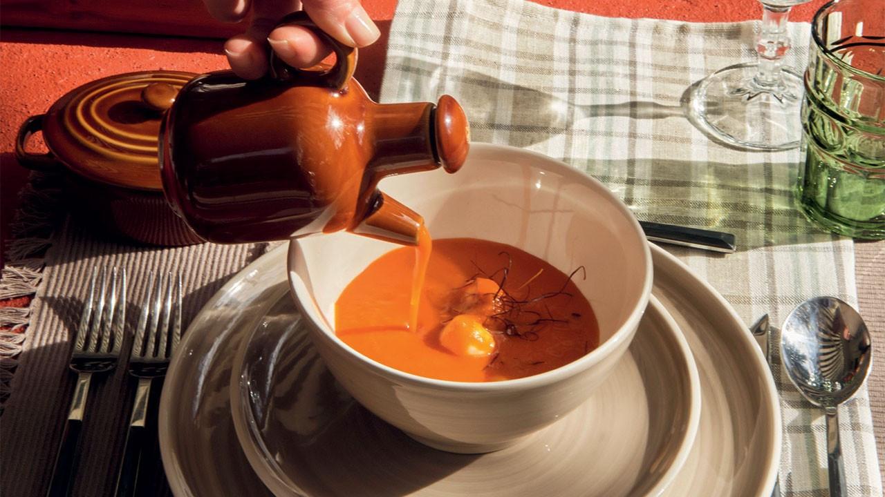 Top mozzarella ve köz biberli domates çorbası
