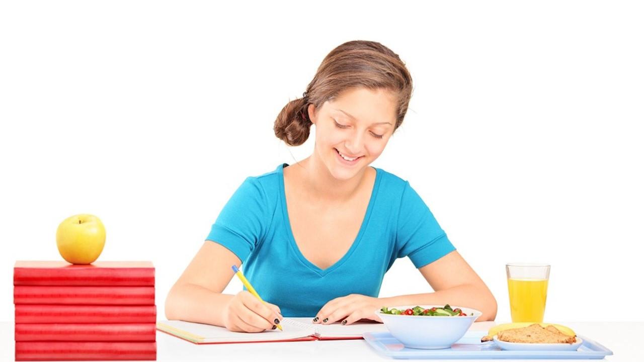 Sınav öncesi ve sınav günü nasıl beslenmeli?