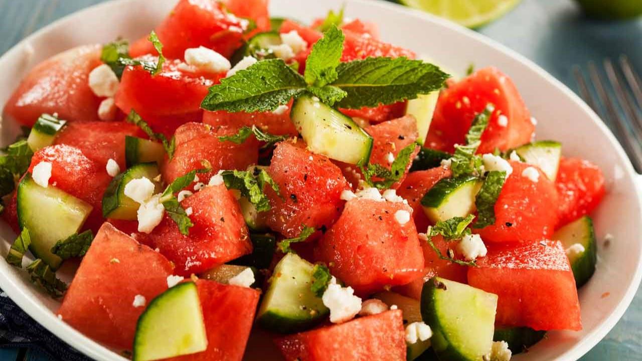 Şimdi tam zamanı: Nefis karpuz salatası tarifi
