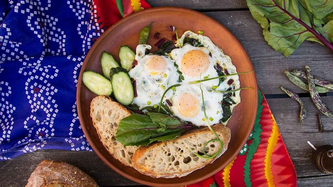 Klasikten vazgeçemeyenlere: Dengeli klasik kahvaltı tabağı tarifi