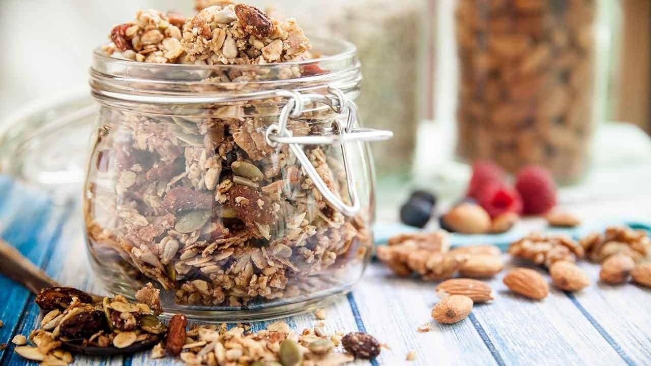5 dakikada hazır! İşte pratik tava granola tarifi