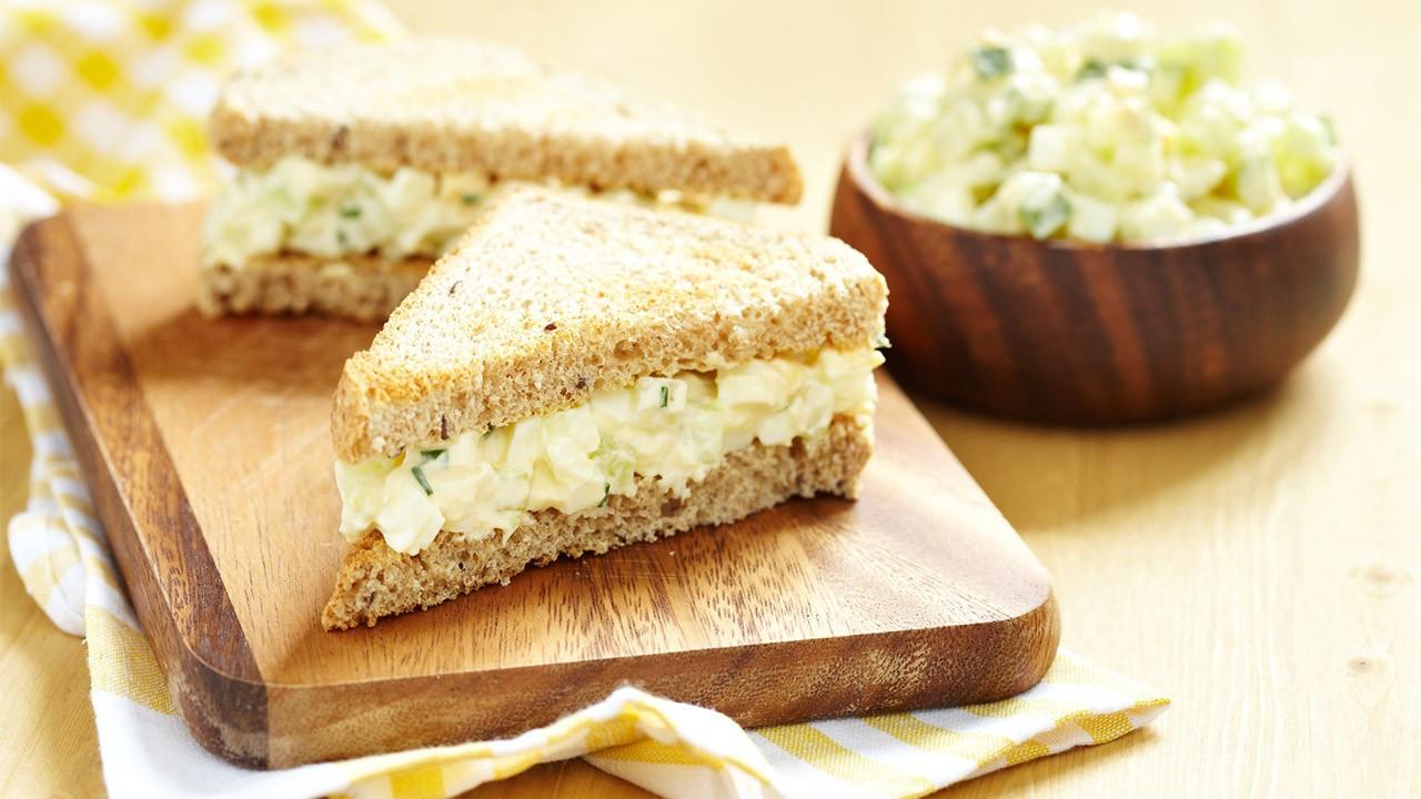 Peynirli, tarçınlı diyet sandviç tarifine ne dersiniz?