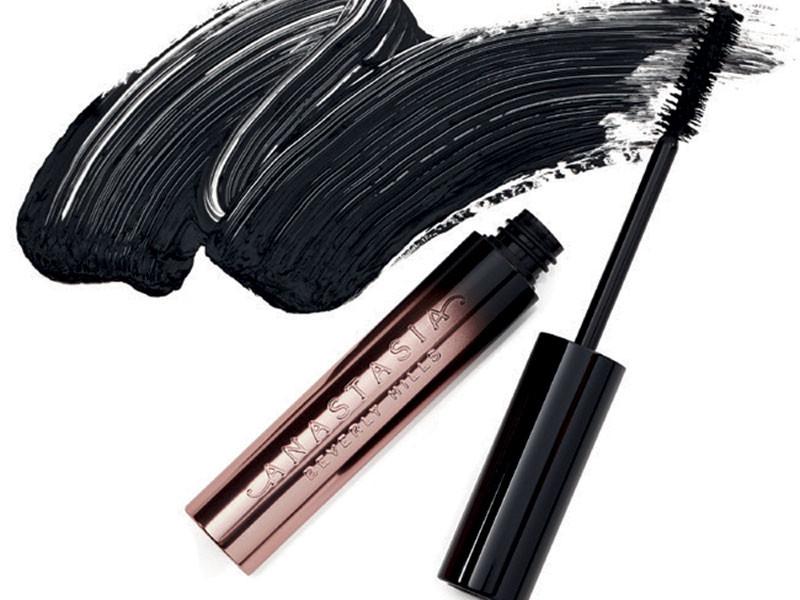 Klasikler, yeni ürünler ve çarpıcı göz makyaj malzemeleri...