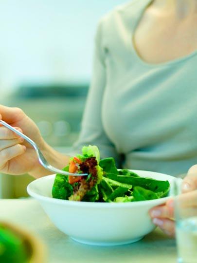 Kalori yakmak için salata yiyin