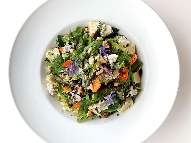 Keçi peynirli enginarlı yaz salatası