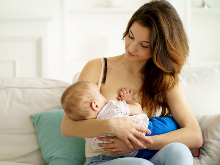 Bebeğe anne sütünden korona bulaşır mı?