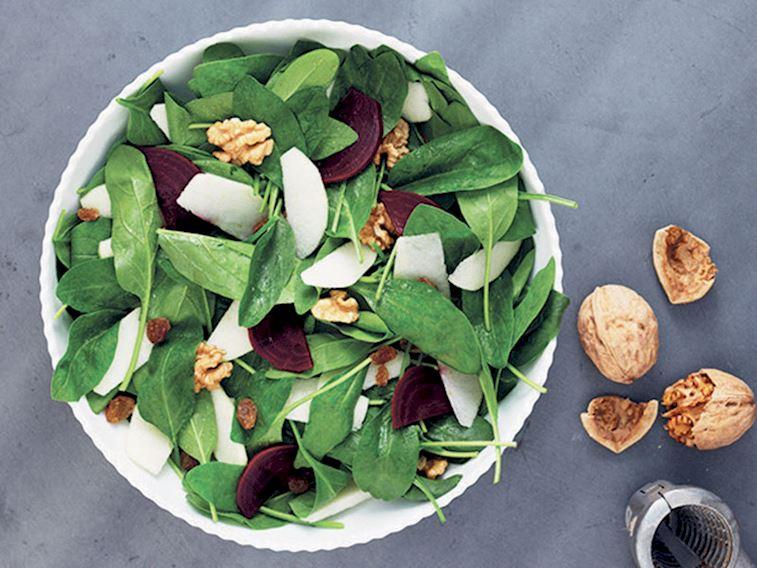 Pancarlı ve elmalı ıspanak salatası