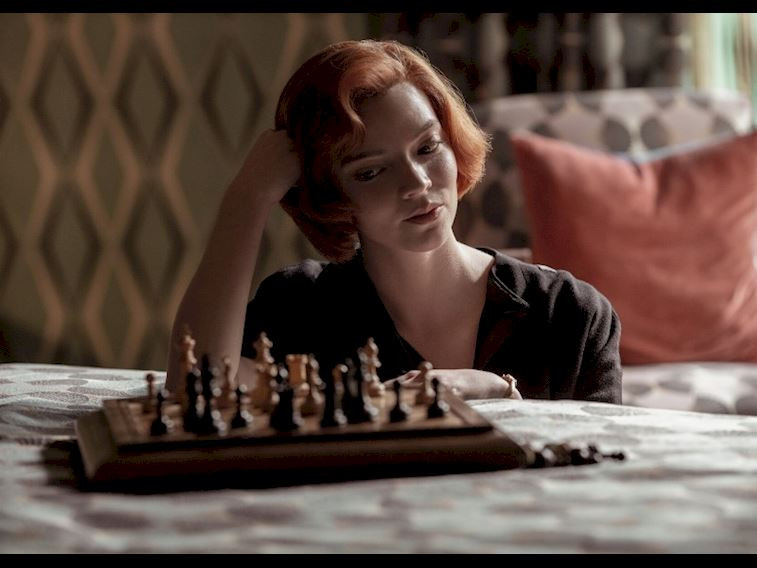 Netflix'in yeni dizisi The Queen's Gambit'te neler oluyor?