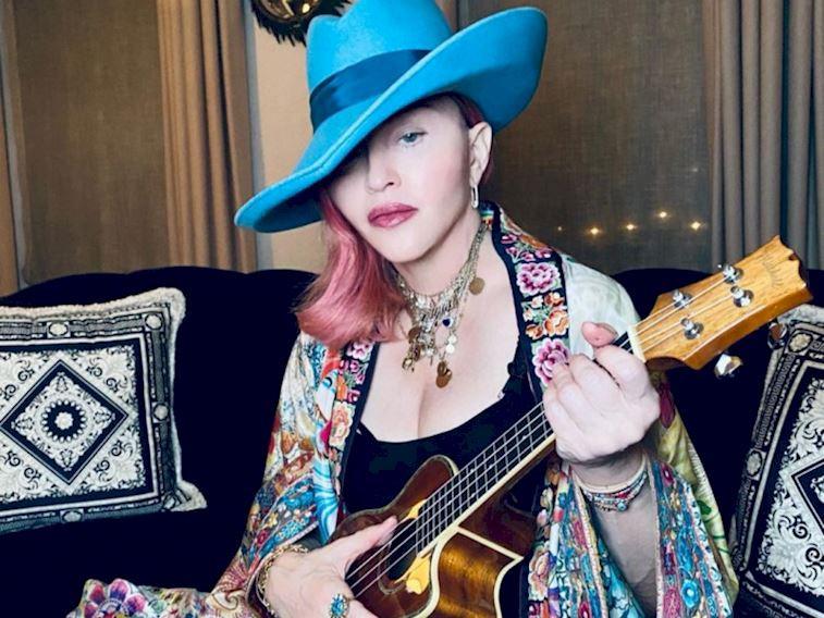 Madonna ilk dövmesini kaç yaşında yaptırdı?