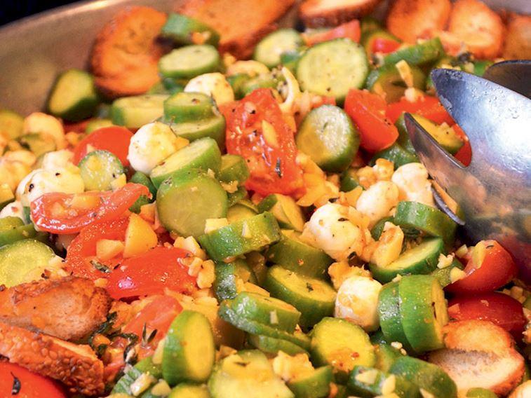 Mozarellalı simit kıtırlı salata