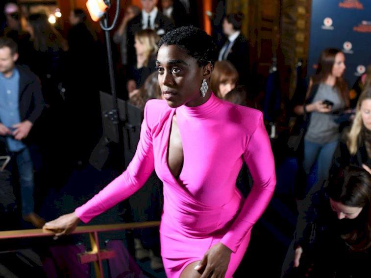 007 bu sefer bir kadın!