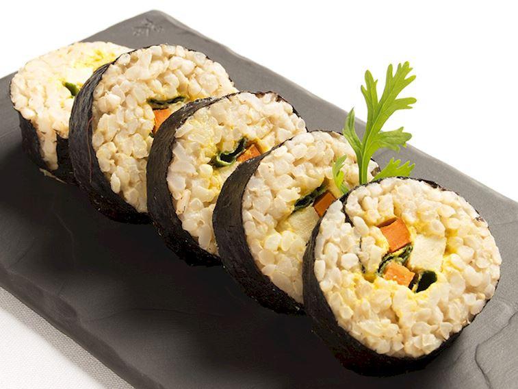 Tofulu sebzeli sushi