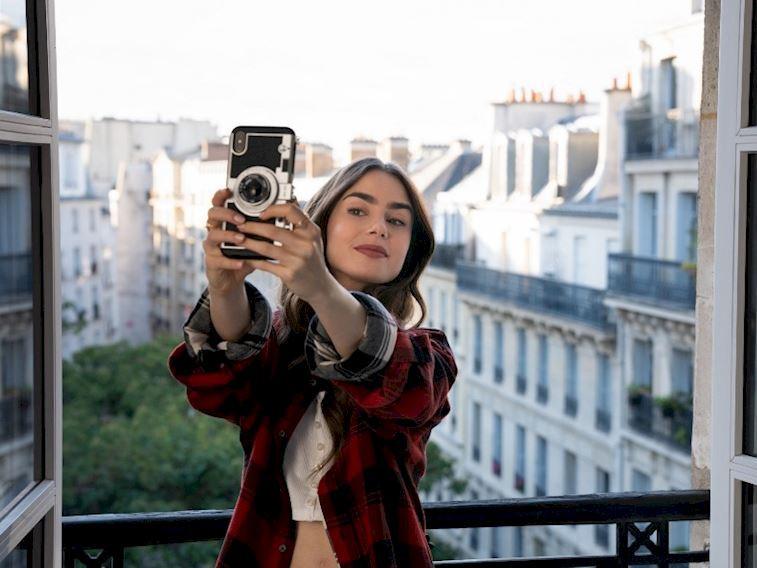 Emily in Paris'ten akılda kalan kombinler
