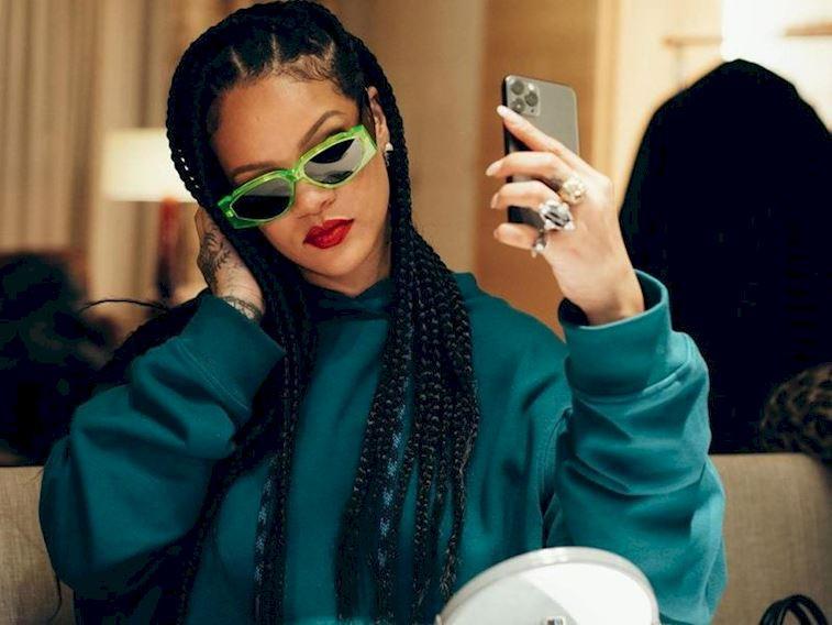 Rihanna Müslüman takipçilerinden neden özür diledi?